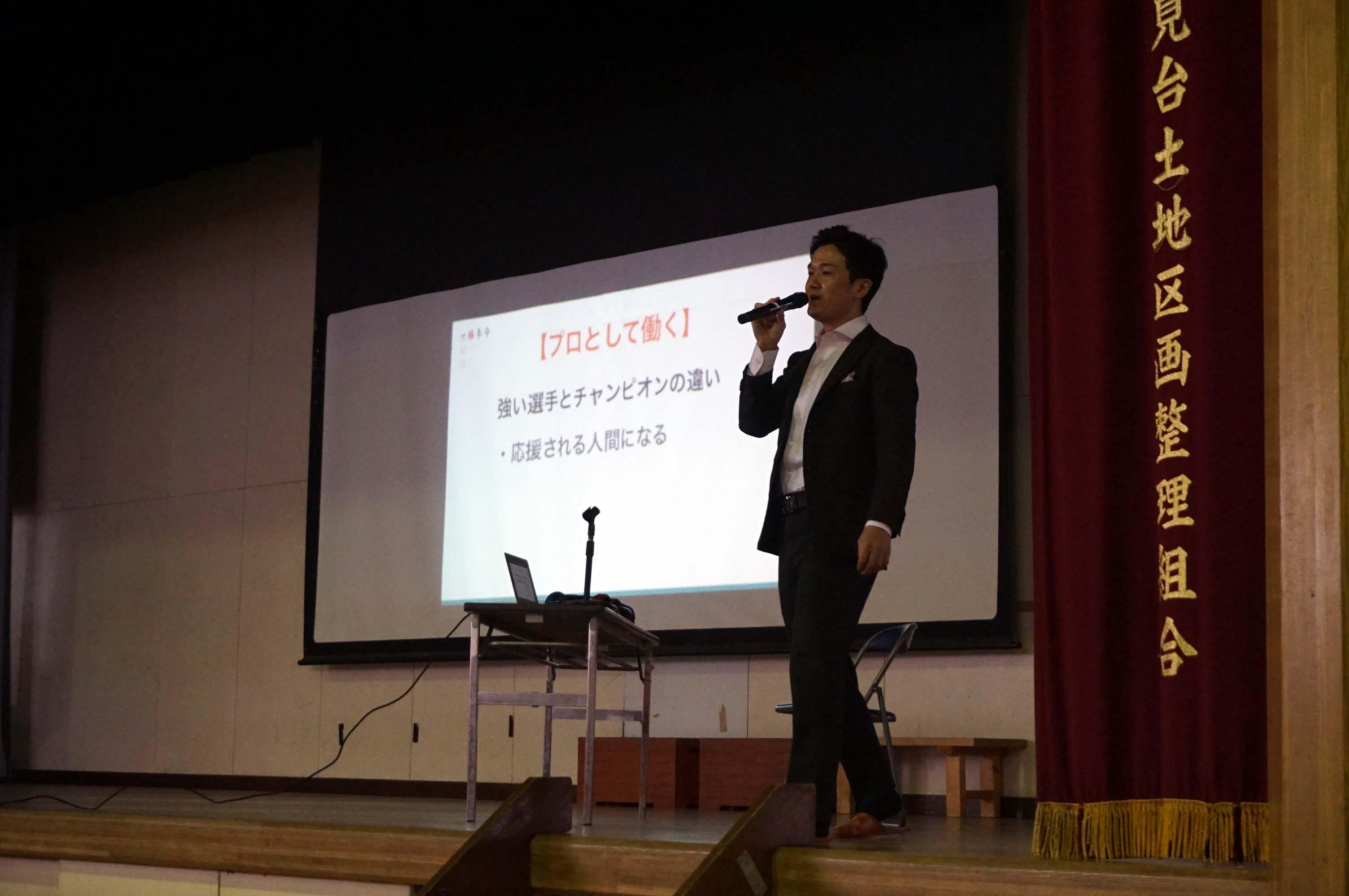「商社マンボクサー」木村悠氏が中学校で講演