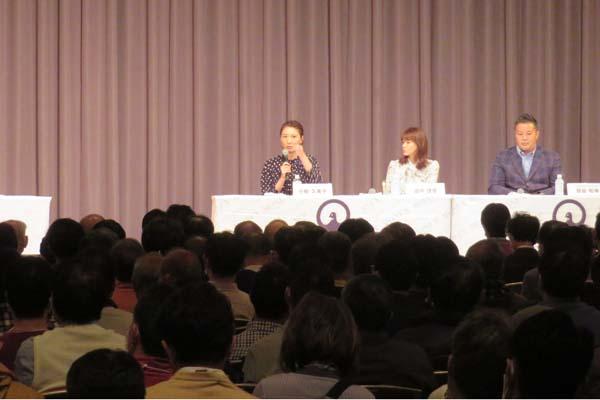 小椋久美子氏と田中理恵氏がトークショーに出演